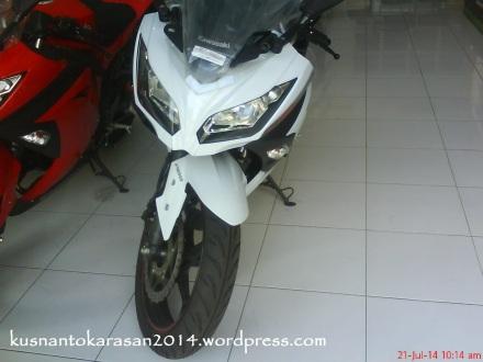 tampak depan ninja 250 fi warna putih