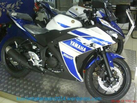 Yamaha R25  warna biru-putih livery motogp