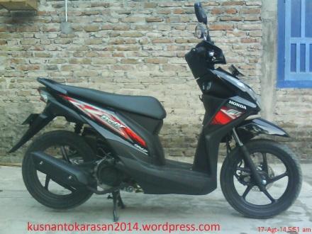 Tampak samping kanan Honda Beat 2014 warna hitam