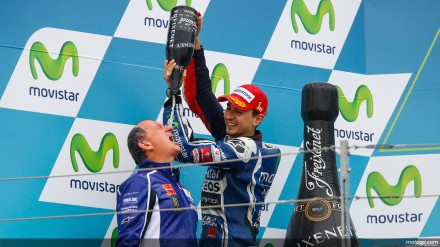 Perayaan kemenangan Jorge Lorenzo yang bertempatan dengan pertandingan balap dunia kelas bergengsi/MotoGP yang ke 800 di sirkuit Motorland Aragon.