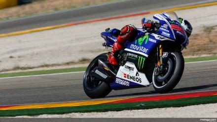 Jorge Lorenzo sedang beraksi di atas Yamaha Movistar.