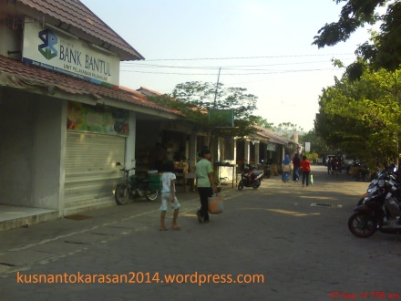 Sisi depan kiri Pasar Pijenan Wijirejo