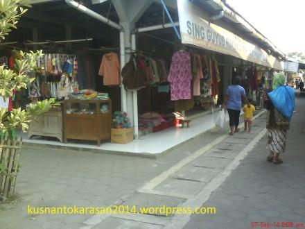los pakaian pasar Pijenan Wijirejo Pandak