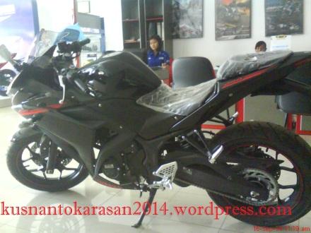 Yamaha R25 warna hitam/ Predator BLACK