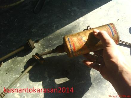 berilah oli pada klep baru agar mudah pemasangan dan licin saat penggunaan hariaan berikutnya