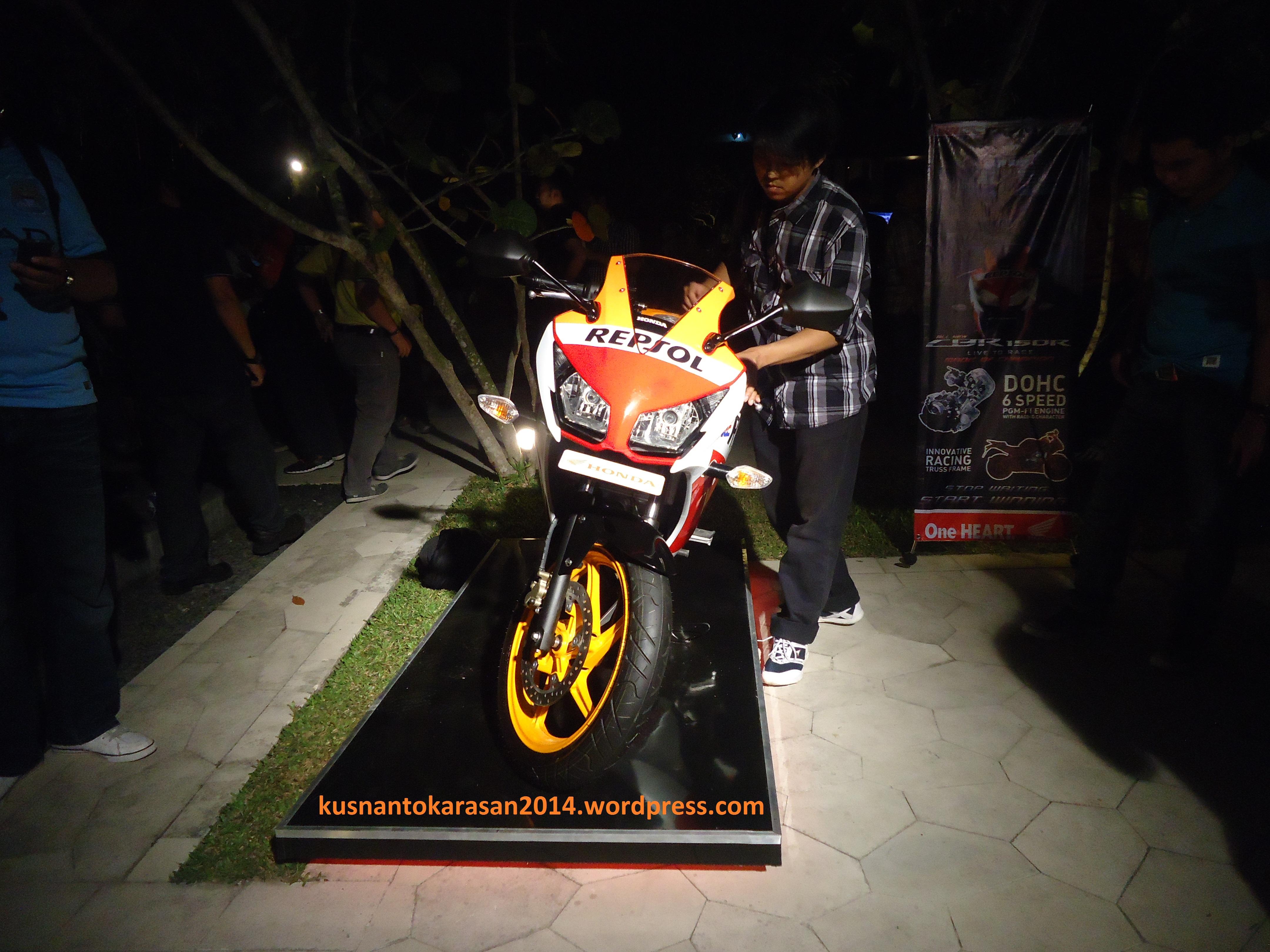 December 2014 Page 3 All New Cb 150r Streetfire Honda Racing Red Kab Semarang Cbr Edisi Repsol Tampak Depan Produk Lokal Saat Acara Launching