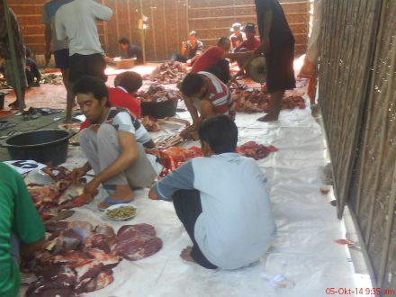 Aktifitas penyayatan daging