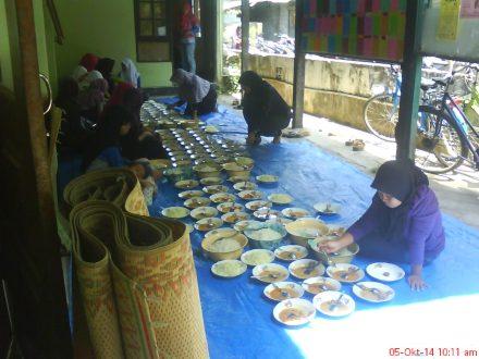 Nih hasil karya pemudi dan ibu warga dusun Karasan intuk makan siang.