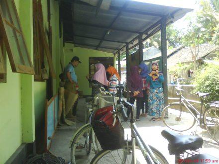 Pemudi Karasan yang mempersiapkan konsumsi untuk pelaksanaan penyembelihan hewan Qurban