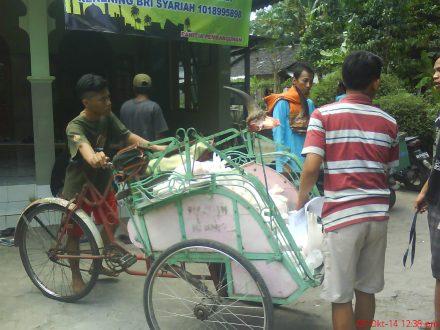 Distribusi daging Qurban ke warga Karasan melibatkan pemuda per-RT