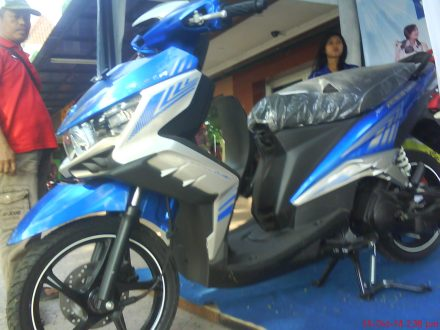tampak depan New GT 125 Eagle Eye warna Biru- Premium Blue