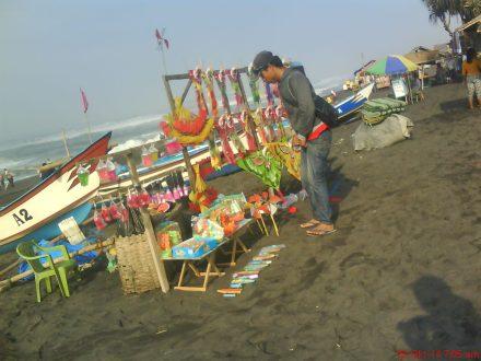 aneka mainan anak di pantai Depok-Prangtritis