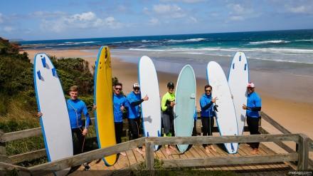 """sehabis mendapat pelatihan surfing dari sekolah """"Island Surfboards"""""""