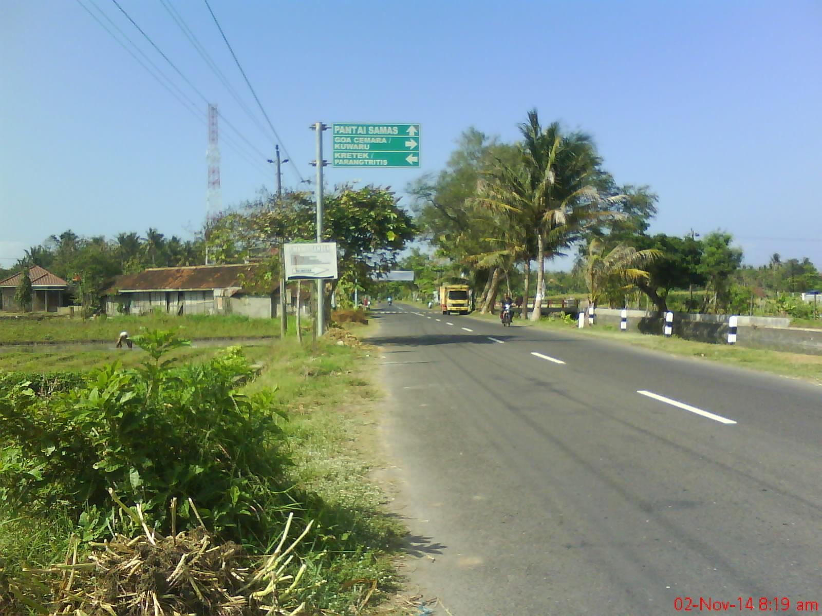 Jalan Menuju Pantai Goa Cemara