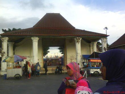 Gapura masuk ke masjid gedhe Kauman Yogyakarta