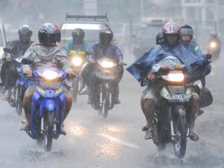 Mantel hujan one-piece