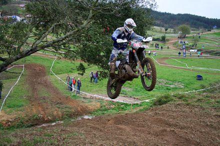 Motor E2 'jumping' dalam Arratzu, Spanyol