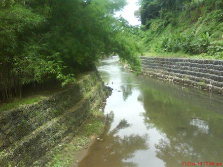 Sungai Gajahwong yang membelah Gembira Loka Zoo
