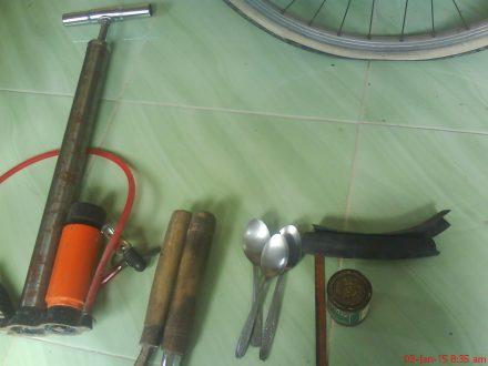 Peralatan tambal ban sepeda