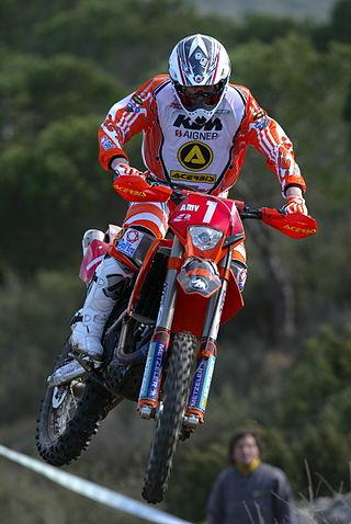 Samuli Aro mengendarai KTMnya dalam Kejuaraan Dunia
