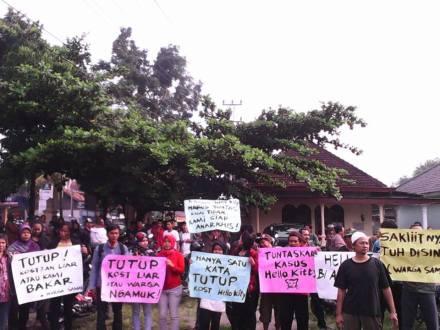 Warga menuntut agar kost penganiayaan segera ditutup