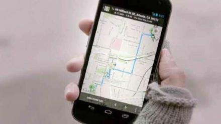 ilustrasi google maps pada smartphone berbasis android