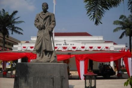 Gedung DPRD Propinsi Yogyakarta (www.pastvnews.com)