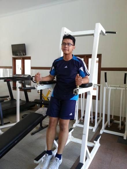 Aziz Bachtiar Cendekiawan saat berolah raga fitness