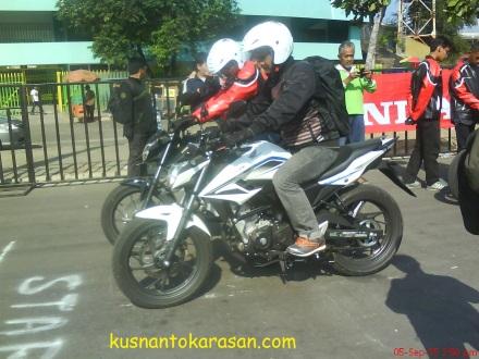 Saat sesi Riding Test Honda CB 150 R Street Fire