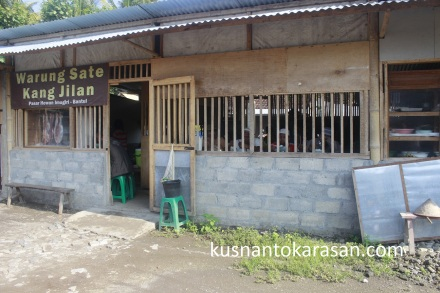 warung sate dideretan Utara pasar Hewan Imogiri