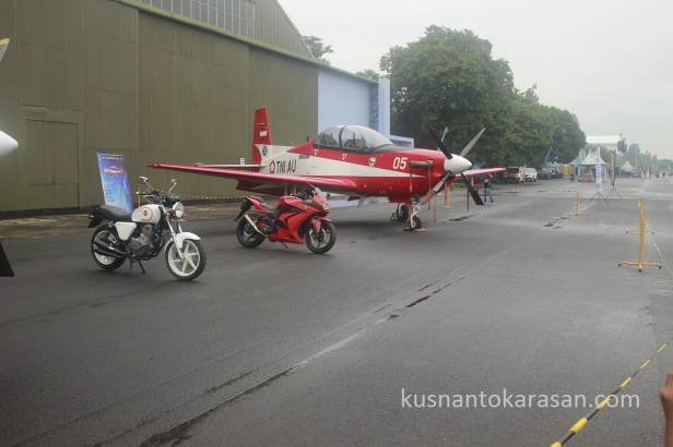 Pesawat Jupiter eh ada motor Kawasaki Ninja 250R