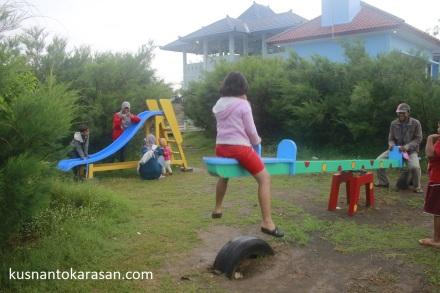 Wahana Permainan Anak di Pesona Pengklik - Pantai Samas