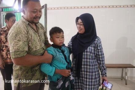 """""""Rizki Nur Dwijaya(11)"""" salah satu peserta Khitanan Massal dari Karasan Palbapang Bantul"""