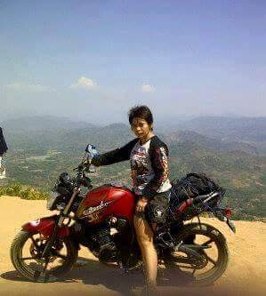 Dewi bersama Yamaha Byson