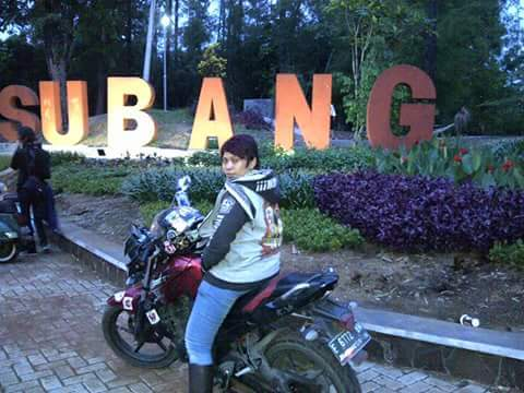 Dewi saat di kota Subang