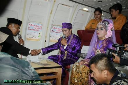 Salah satu peserta nikah bareng saat akad nikah/ijab-qabul
