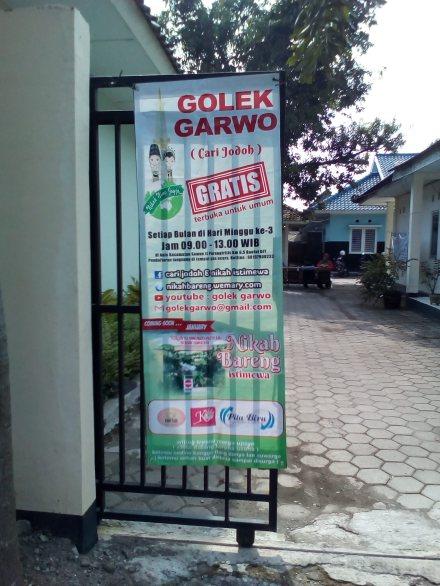 Banner Acara Golek Garwo di kompleks kantor kecamatan Sewon Bantul