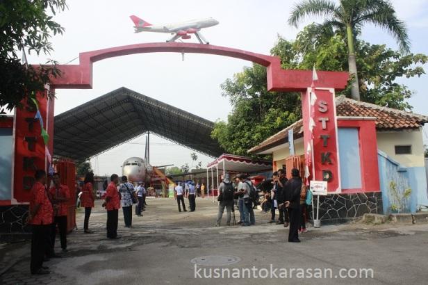 Pintu gerbang STTKD Yogyakarta menjelang acara Nikah bareng Angkasa 2016