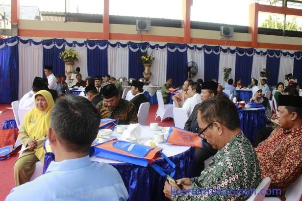 Tamu undangan + pejabat pemerintah