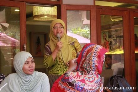 Penjelasan kesehatan dari Ibu Dr. dr. Emy Huriyati, MKes - - Perhimpunan Dokter Gizi Medik Indonesia (PDGMI)