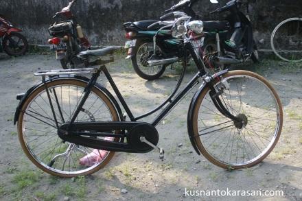 Sepeda gazelle asli