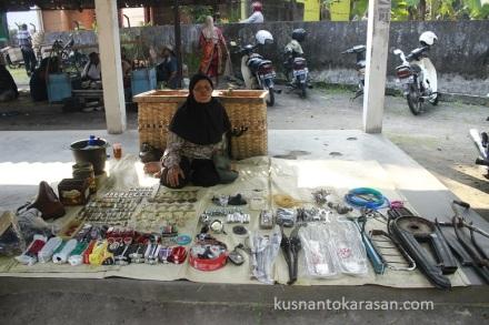 Simbah Tugiyem penjual stample sepeda klasik