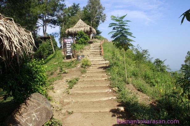 Menuju ke titik tertinggi Puncak Becici