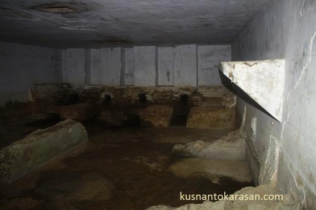 Gua 16, merupakan gua logistik/ akomodasi pasukan/ apur umum