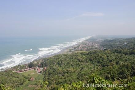 Panorama dari setengah jalan menuju puncak Bukit Paralayang