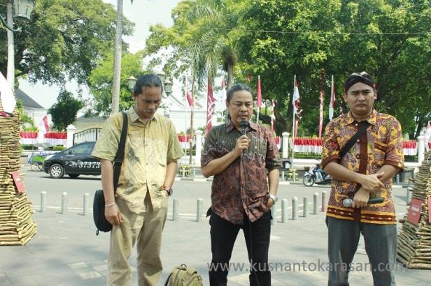 Dr. Timbul Raharjo saat memberi keterangan akan acara pameran seni Kriya Undagi di titik Nol Km Malioboro Yogyakarta