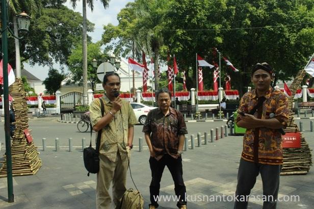 Bp. Agus Sriyono saat memberi sambutan didepan media pada siatan perspers pameran seni Kriya Undagi di titik Nol Km Malioboro Yogyakarta siang tadi