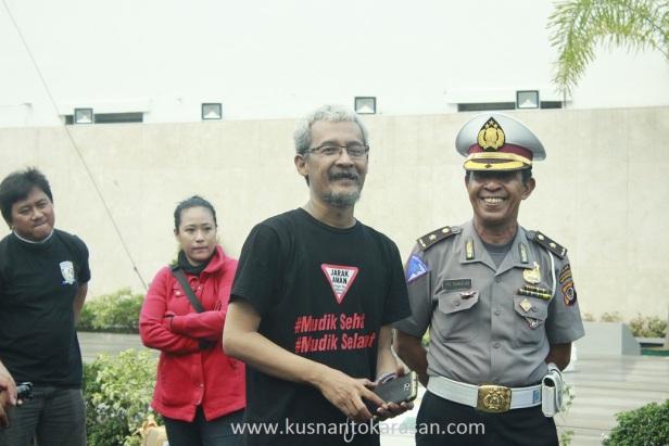Kang Edo bersama Kompol FX. Sukidjo saat memberi sambutan