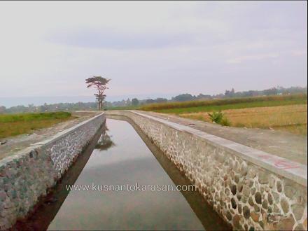 Salah satu sungai di sebelah barat dusun Bondalem yang sedang direvitalisasi