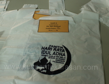 Katong plastik untuk wadah daging bagi Shohibul Qurban